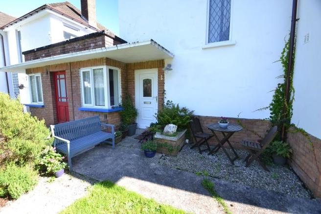 Covered entrance porch