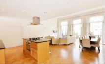 Flat to rent in Earls Court Square...