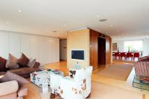 Flat for sale in Savoy Court...