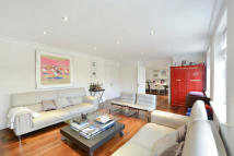 3 bed Flat for sale in Charlesworth House...