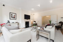2 bed Flat in Sloane Court West...