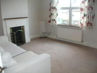 Flat to rent in High Street Northwood...