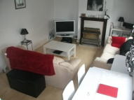 Flat to rent in Ickenham Road, Ruislip...