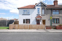 3 bedroom End of Terrace property in Dukes Crescent...