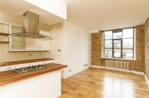 2 bedroom Flat in Thrawl Street...