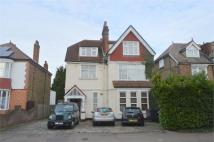 Flat to rent in Court Road, Mottingham...