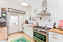 2 bedroom Flat in Alexander Road...