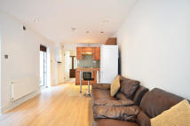 Flat in Alderbrook Road, London...