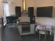 Maisonette to rent in Friern Road...