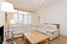 Ground Flat to rent in Dyne Road, Kilburn...