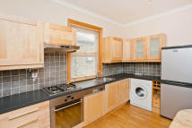 1 bed Flat to rent in Cambridge Road, Kingston...