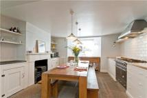 semi detached house to rent in De Beauvoir Square...