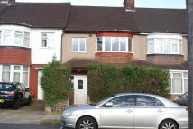 3 bed Terraced home to rent in Longfield Avenue...