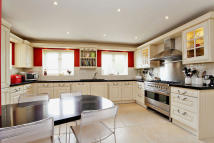 5 bedroom Detached home in Main Road, Alvescot...