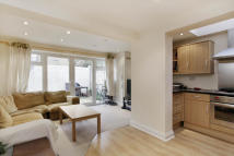 Ground Flat to rent in Farlow Road, Putney...