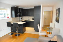1 bedroom Flat to rent in Queenstown Road, London...