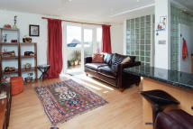Flat to rent in Trinity Road...