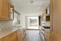 3 bed Terraced property to rent in Fairfield Road, Bow...