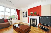 2 bed Flat to rent in Fairlawn Avenue, London...