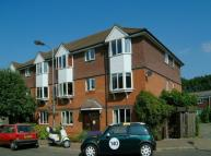 Flat to rent in Bunning Way...