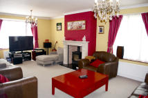 5 bed Detached property in Ongar Road...