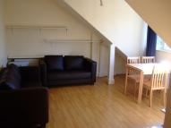 2 bed Flat in Walm Lane...