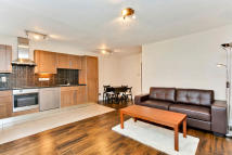 Flat to rent in Harewood Avenue, London...