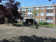 3 bedroom Flat in Henrys Walk, Hainault...