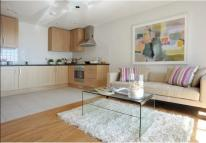 Maisonette to rent in Vallance Road...