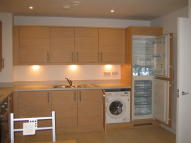 Flat to rent in Kingsbury Road, London...