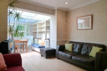 Flat to rent in Weir Road, Balham, SW12