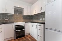 Ground Flat to rent in Waterside Close, Barking...