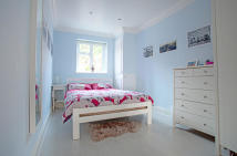 Ground Flat to rent in Blackstock Road...