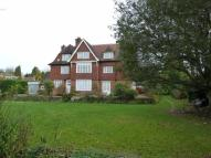 3 bedroom Ground Flat in Quarry Road, Oxted, RH8