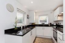 3 bedroom semi detached property to rent in Willoughby Road...