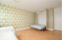 Flat to rent in Queensdale Crescent...