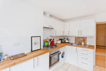 2 bed Ground Flat in Cambray Road, Balham...