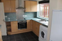 5 bedroom semi detached house to rent in Glenroyd Drive...