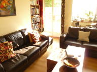 2 bedroom Flat to rent in Tildesley Road, Putney...