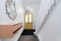Ground Flat to rent in Brondesbury Road...