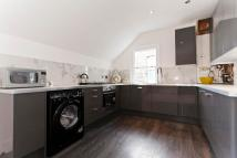 3 bedroom Flat in Mayford Road, Balham...