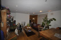 2 bedroom Flat in Queensbridge Road...