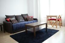 2 bedroom Flat to rent in Highworth Road...