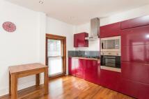 Flat to rent in Renfrew Road, Kennington...
