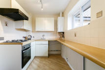 Flat to rent in Meath Green Lane, Horley...