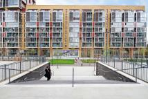 Flat to rent in Dalston Square...