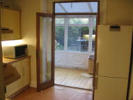 2 bed Ground Flat to rent in Mortimer Road...