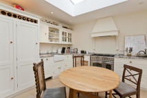 2 bed Terraced house to rent in Penhurst Place...