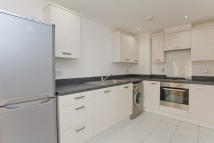 Flat to rent in Versailles Road, Anerley...