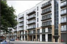 Apartment to rent in Gwynne Road, Battersea...
